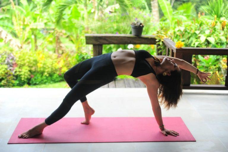 Wildthing bei Vinyasa Yogaeinheit auf Bali.